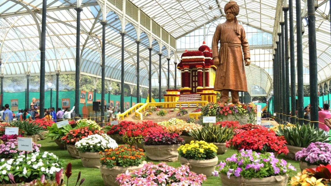 The 211th edition of the flower show commemorated the 157th birth anniversary of Swami Vivekananda. Started as an orchard by Hyder Ali in 1760, Lalbagh is now spreading over 97 hectares and has grown to be a major lung space for Bengaluru.