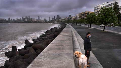Rain clouds over Marine Drive in Mumbai, Maharashtra (SL Shanth Kumar/BCCL Mumbai)