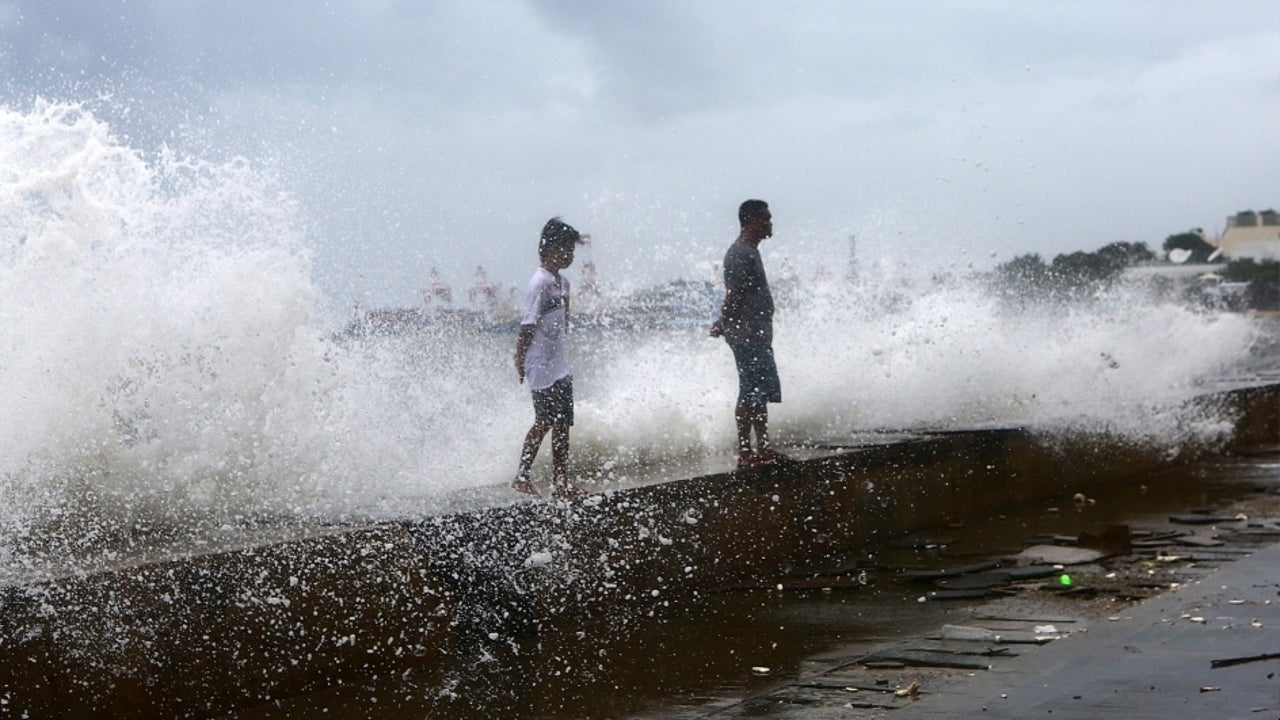 Hagupit landed on the coastal areas of Yueqing City at around 3:30 a.m., packing winds of 38 meters per second near its centre.
