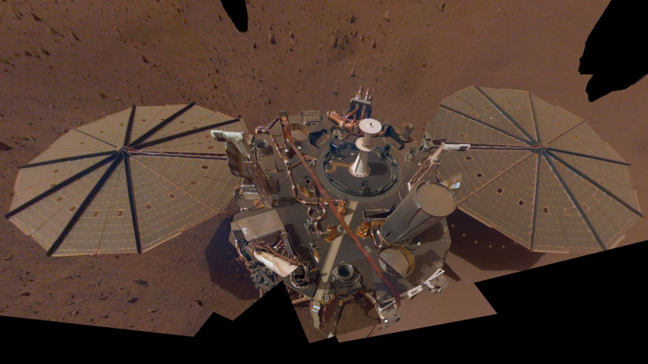 Mars Lander's Probe Spat Out by Red Planet