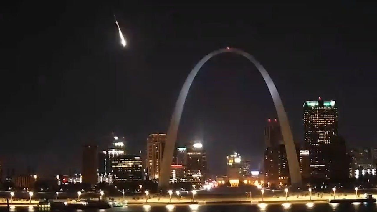 A brilliant fireball lit up the skies above St. Louis, Missouri, during the peak of the Northern Taurid meteor shower.