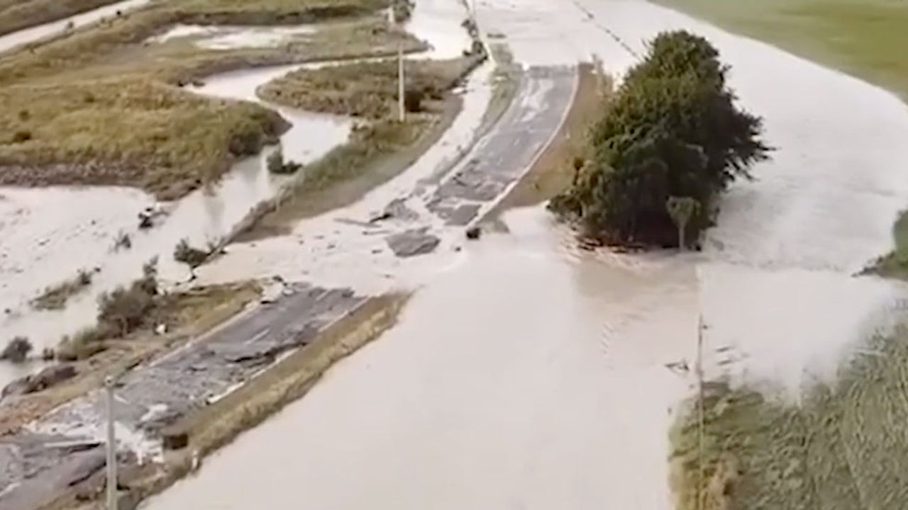 Flooding, Landslides Trap 1,000 Tourists in New Zealand