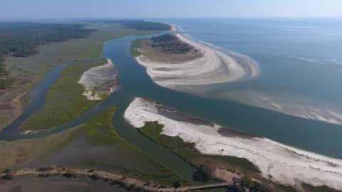 (Imagem da nova ilha ao largo da costa da Geórgia, tirada por drone, no dia 28 de setembro de 2017 -  University of Georgia Center for Geospatial Studies)