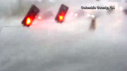 Watch as Traffic Lights Go for a Spin During Storm