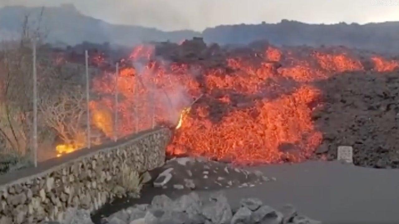 Watch as Molten Lava Races Toward Homes