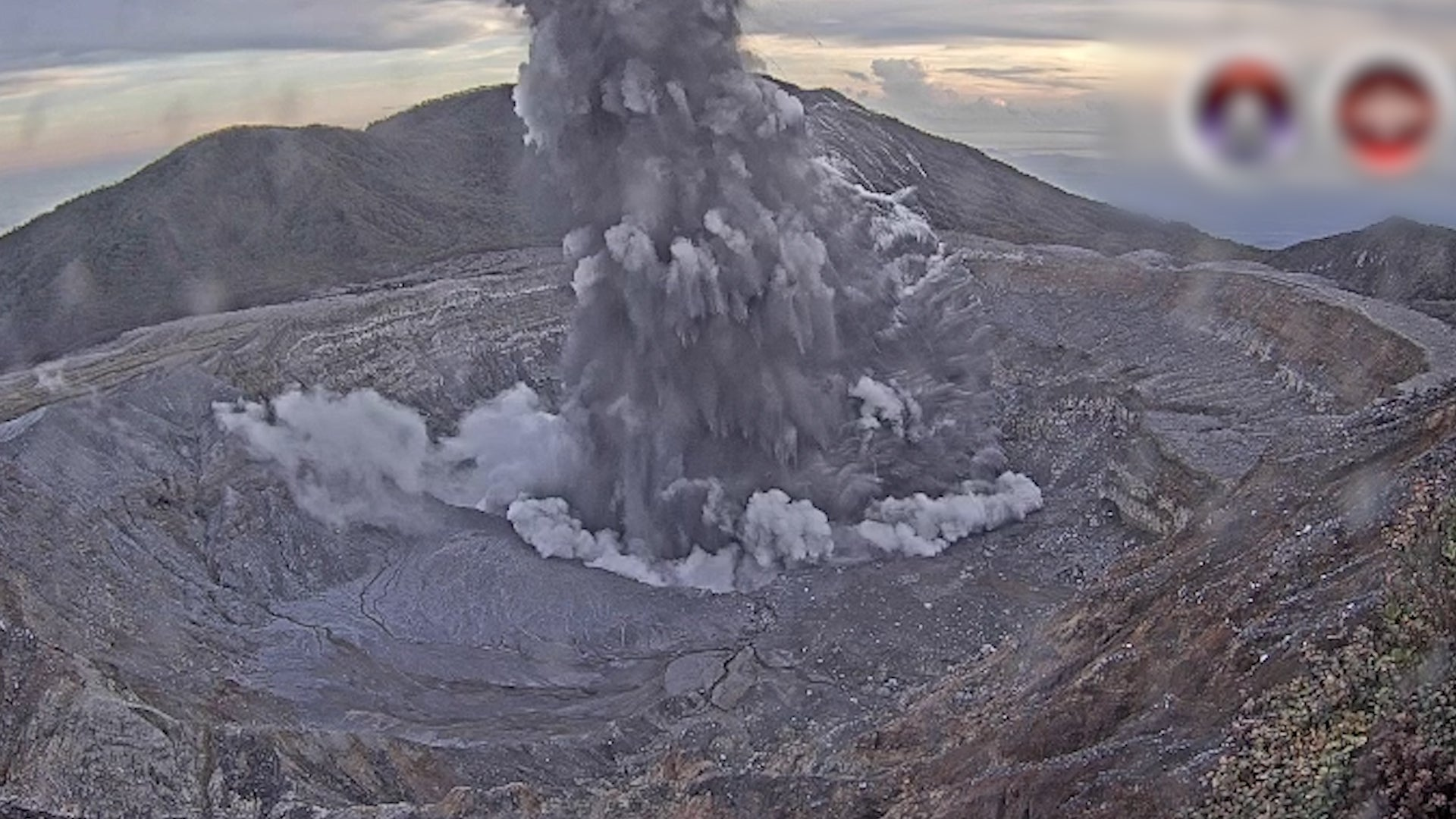 Poas Volcano Erupts In Costa Rica Closes Popular Park Near San Jose Videos From The Weather Channel Weather Com