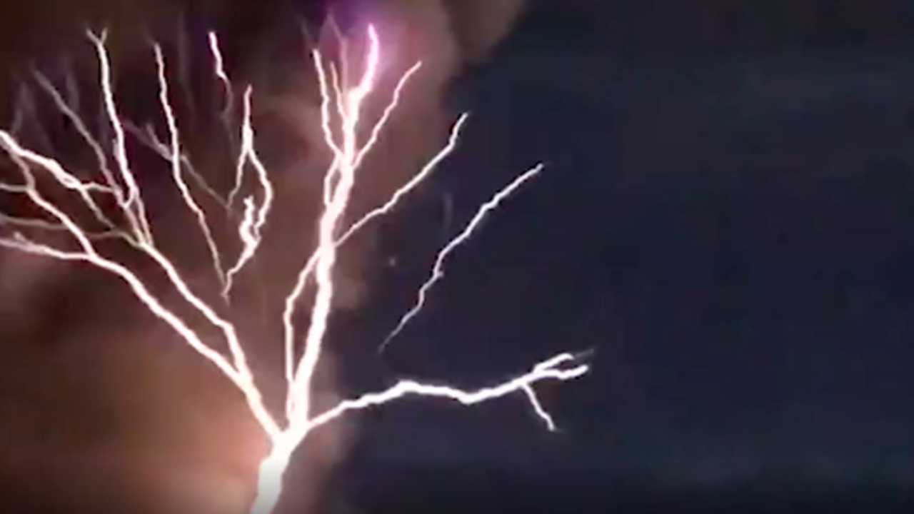 Stunning Volcanic Lightning Eruption in the Philippines