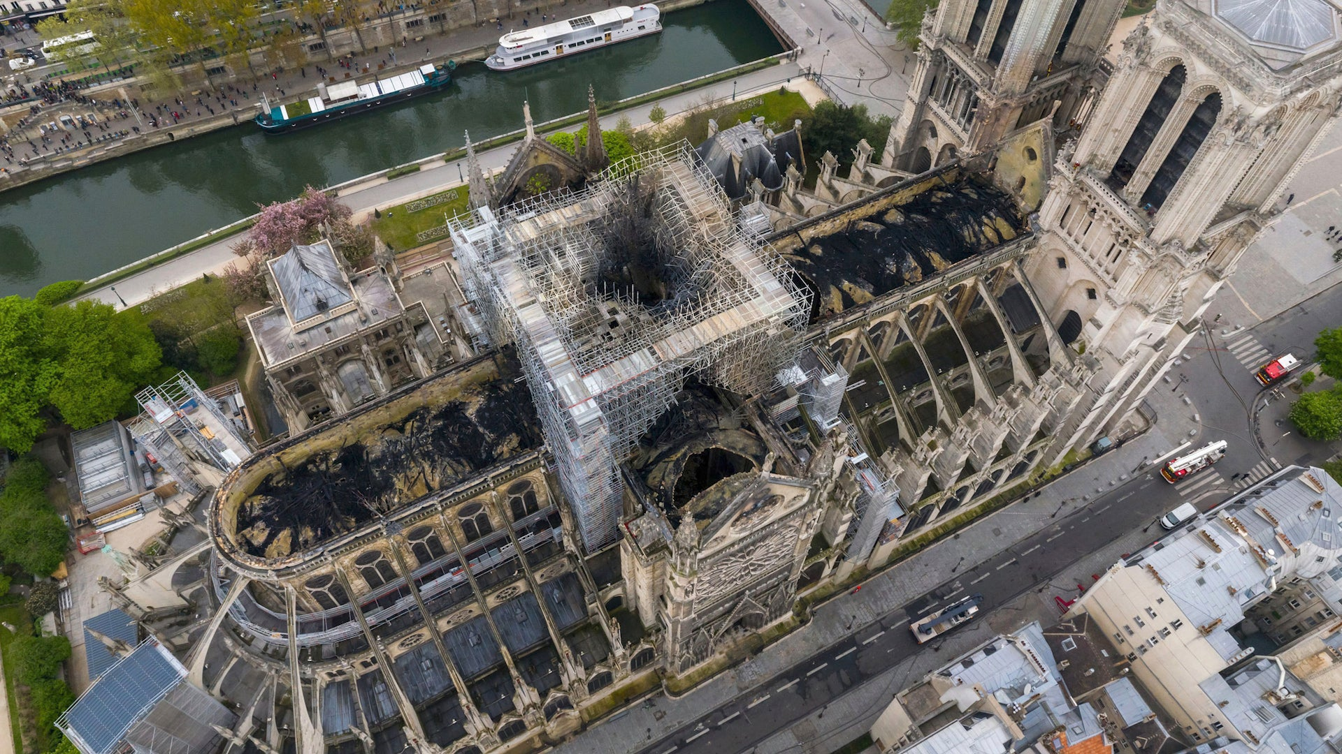 Strong Winds Could Topple Notre Dame, Report Says