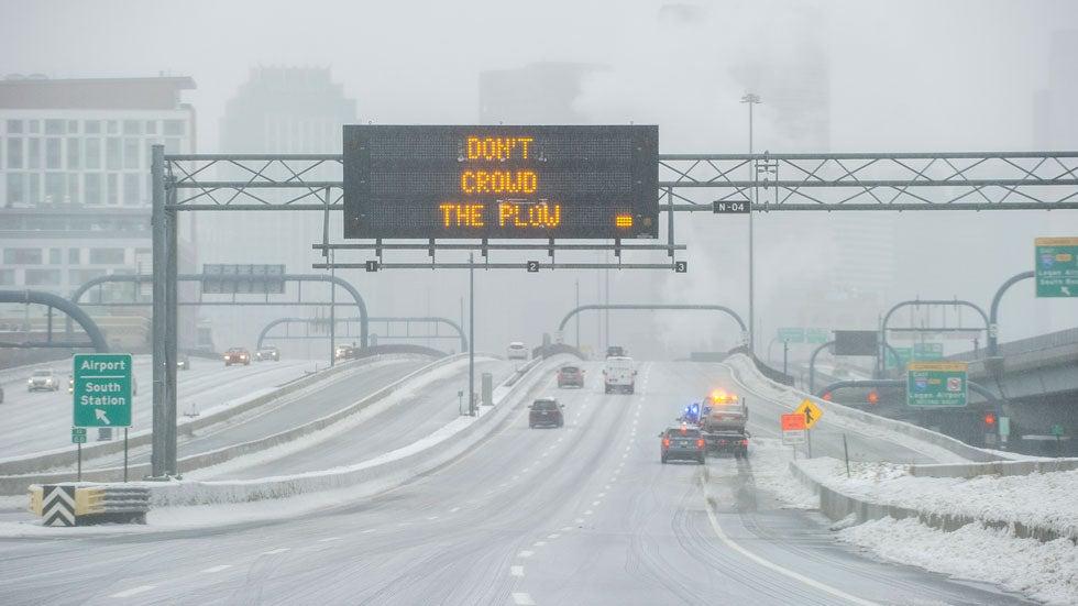 Tormenta Invernal Harper: Miles de vuelos cancelados, cientos de choques, 10 muertos